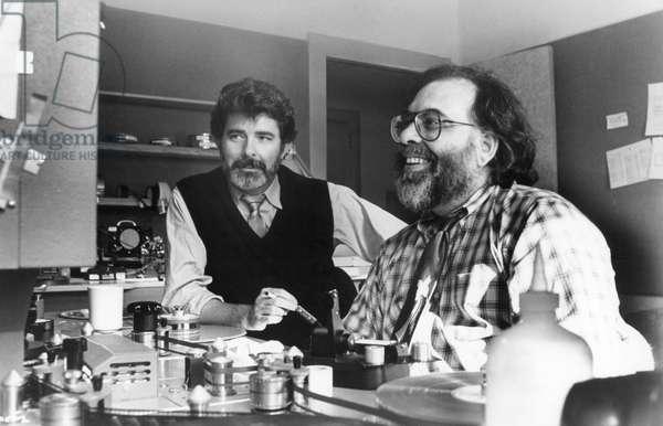 Le realisateur Francis Ford Coppola and le producteur executif Geroge Lucas sur le tournage du film Tucker: The Man and His Dream, 1988 (b/w photo)