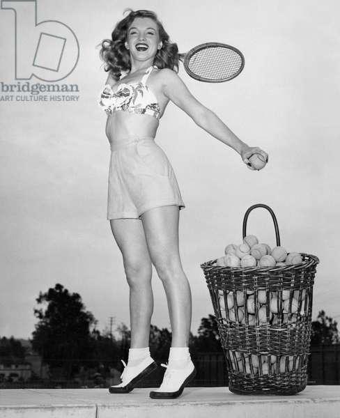 MARILYN MONROE, 1946 (b/w photo)