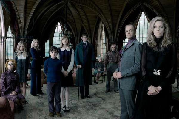 """Dkpre-00001G (L-R) Helena Bonham Carter As Dr. Julia Hoffman, Chlo' Grace Moretz As Carolyn Stoddard, Eva Green As Angelique Bouchard, Gully Mcgrath As David Collins, Bella Heathcote As Victoria Winters, Johnny Depp As Barnabas Collins, Ray Shirley As Mrs. Johnson, Jackie Earle Haley As Willie Loomis, Jonny Lee Miller As Roger Collins, And Michelle Pfeiffer As Elizabeth Collins Stoddard In Warner Bros. Picturesš—È And Village Roadshow Picturesš—È Š—""""Dark Shadows,Š— A Warner Bros. Pictures Release.,"""