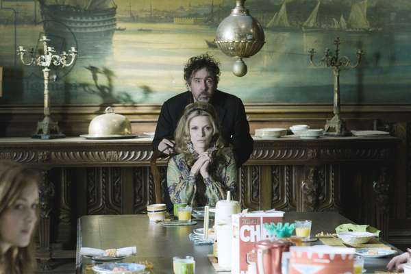 Dsh-04061Rg (L-R) Director Tim Burton And Michelle Pfeiffer On Set During The Production Of Warner Bros. Pictures And Village Roadshow Pictures Dark Shadows, A Warner Bros. Pictures Release., Dark Shadows 2012 Directed By Tim Burton