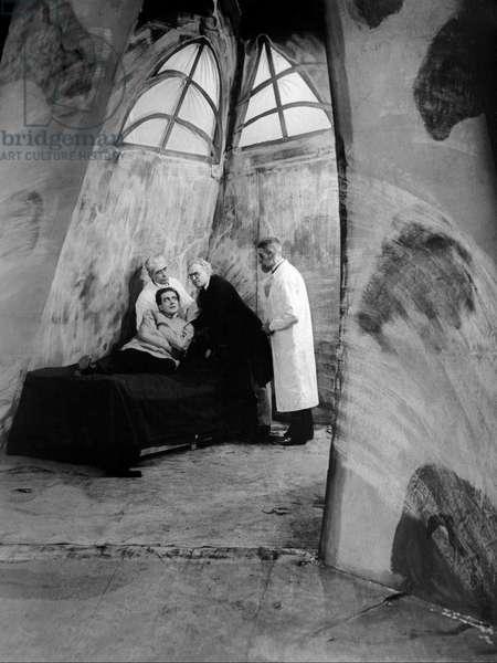 Das kabinet des doktor Caligari - Le cabinet du docteur Calagari 1920 directed by Robert Wiene; Decla-Bioscop; Friedrich Feher; Expressionnisme allemand; d'apres une idee de Fritz Lang
