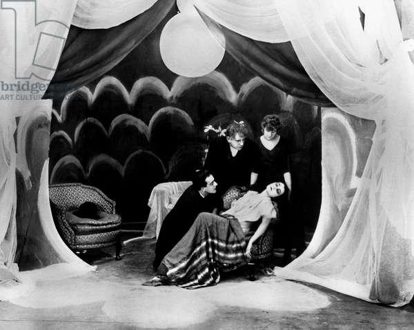 Das kabinet des doktor Caligari - Le cabinet du docteur Calagari 1920 directed by Robert Wiene; Decla-Bioscop; Friedrich Feher; Lil Dagover; Expressionnisme allemand; d'apres une idee de Fritz Lang