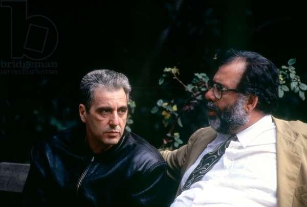 Francis Ford Coppola sur le plateau set du Parrain III THE GODFATHER: PART III, 1990 dirigeant Al Pacino (center), 1990 (photo)