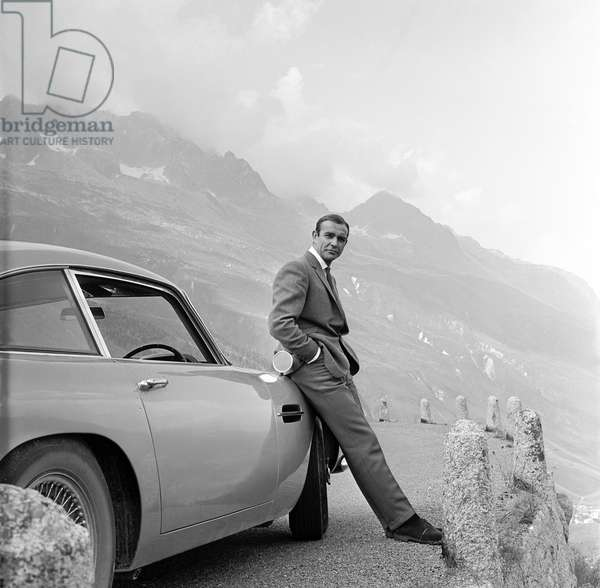 Goldfinger by Guy Hamilton with Sean Connery (James Bond 007), 1964 (b/w photo)