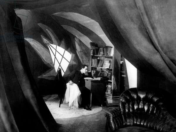 Das kabinet des doktor Caligari - Le cabinet du docteur Calagari 1920 directed by Robert Wiene; Decla-Bioscop; Hans Heinrich von Twardowski; Expressionnisme allemand; d'apres une idee de Fritz Lang