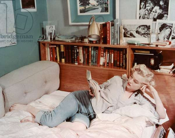 American actress and singer Marilyn Monroe (1926 - 1962) at home 1951 (photo)