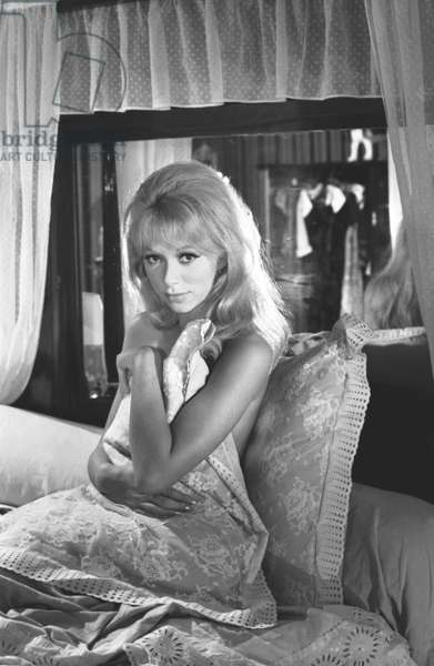 Mireille Darc, Les Barbouzes 1964 Directed By Georges Lautner