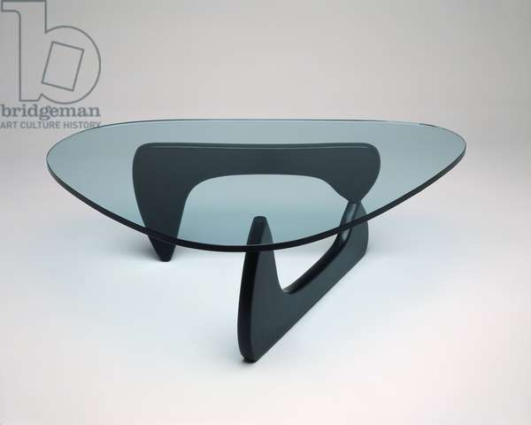 """""""Amorphic"""" table, designed 1947 (glass and wood)"""