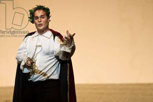 Lawrence Zazzo as Julius Caesar (photo)