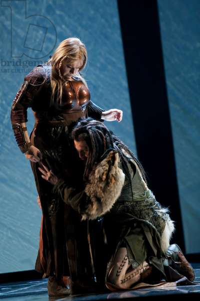 Lance Ryan as Siegfried and Catherine Foster as Brunnhilde (photo)