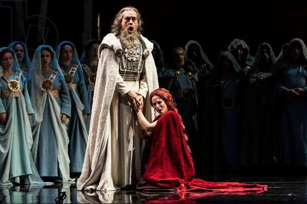 Daniella Schillaci as Norma and Ruben Amoretti as Oroveso (photo)