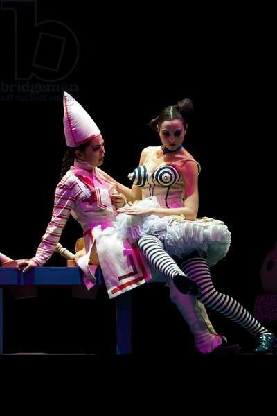 Sandra Pastrana as Grilletta and Angélica Mansilia as Volpino (photo)
