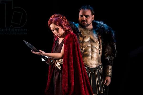 Daniella Schillaci as Norma and Sergio Escobar as Pollione (photo)