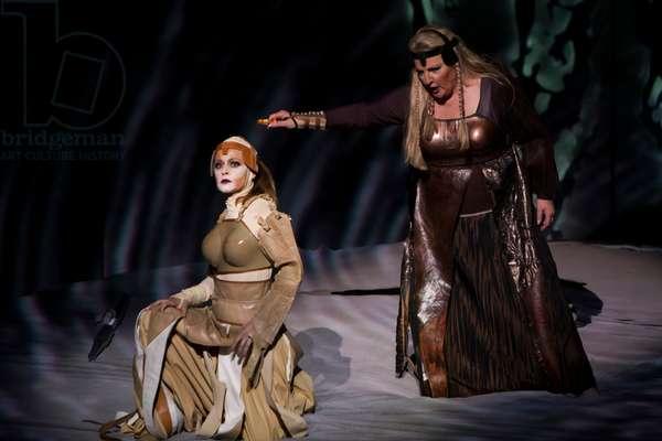 Linda Watson as Brunnhilde and Elena Zhidkova as Waltraute in Gotterdammerung by Richard Wagner (photo)