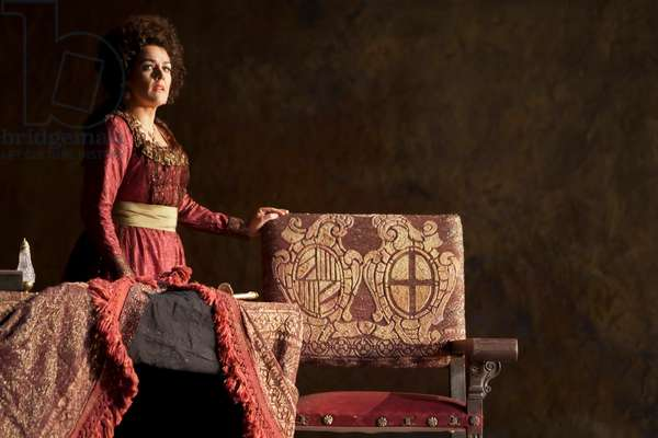 Yolanda Auyanet as Countess Almaviva (photo)