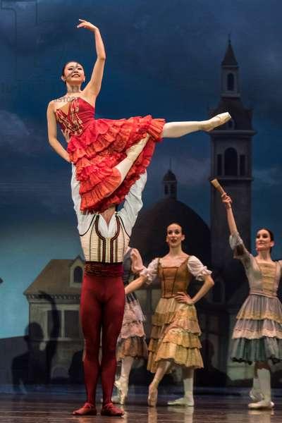 Dancers as Basilio and Quiteria (photo)