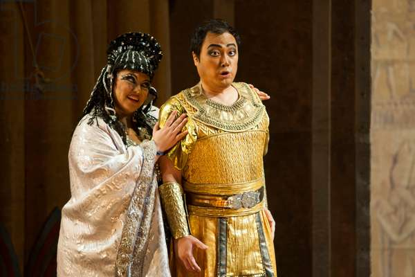 Alfred Kim as Radamès and Mari´a Luisa Corbacho as Amneris (photo)