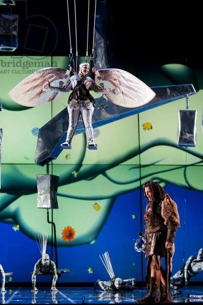 Lance Ryan as Siegfried and Cristina Toledo as bird (photo)
