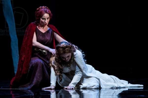 Daniella Schillaci as Norma and Sonia Ganassi as Adalgisa (photo)