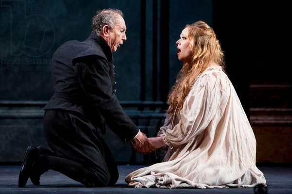 Leo Nucci as Rigoletto and Jessica Pratt as Gilda (photo)