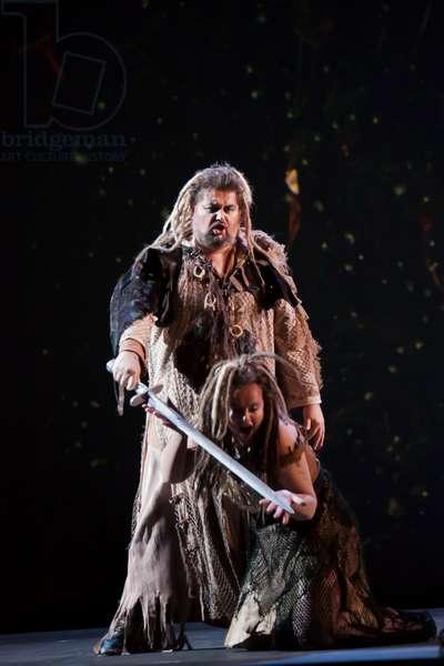 José Ferrero as Siegmund and Petra Lang as Sieglinde (photo)