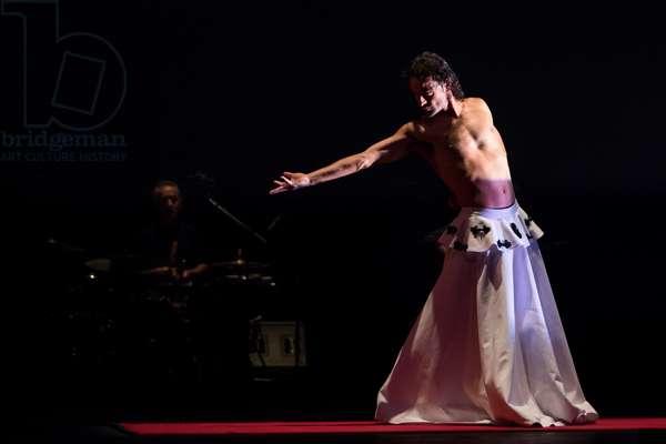 Dancer of Eva Yerbabuena company in Apariencias (photo)