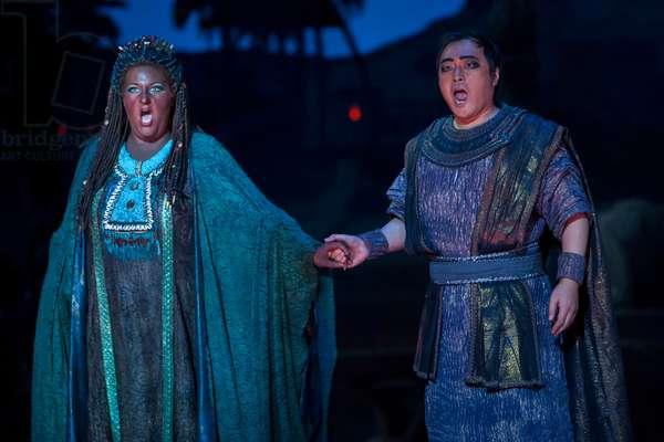 Alfred Kim as Radamès and Tamara Wilson as Aida (photo)