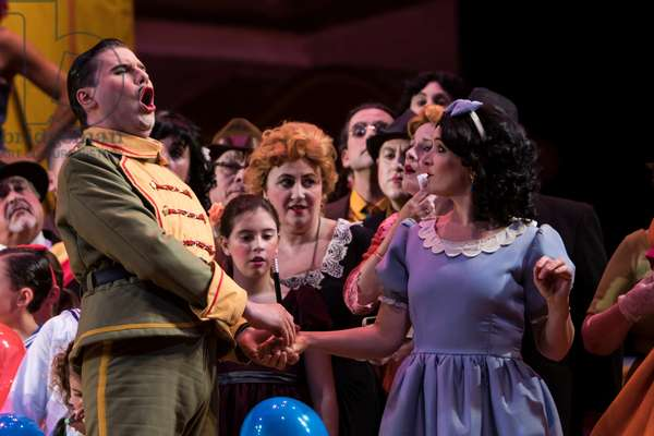 Maria Jose Moreno as Adina and Massimo Cavalletti as Belcore (photo)
