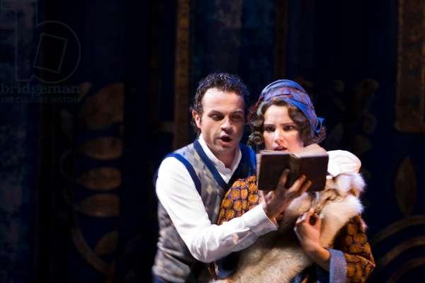 Marco Vinco as Leporello and Virginia Tola as Donna Elvira in the Leporello's (photo)