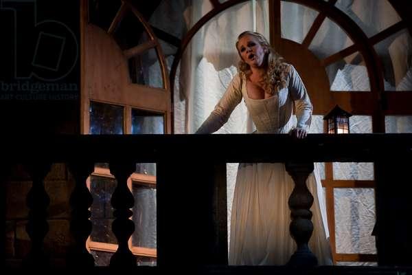 Nathalie Manfrino as Roxane (photo)
