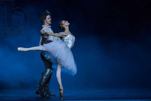 Dancers as Don Quixote and Dulcinea (photo)