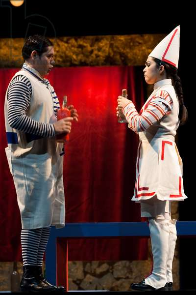 Manuel de Diego as Mengone and Angélica Mansilia as Volpino (photo)
