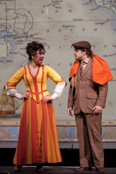 Milagros Martín as Soledad and Xavi Mira as Escolástico (photo)
