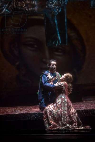 José Bros as Fernando and Sonia Ganassi as Leonor (photo)