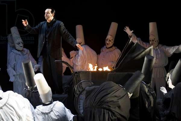 Robert Brubaker as Mephistopheles in 'Doktor Faust' (photo)