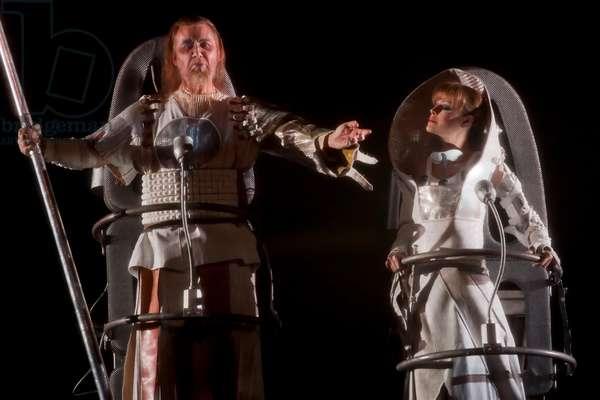 Jukka Rasilainen as Wotan and Elena Zhidkova as Fricka (photo)
