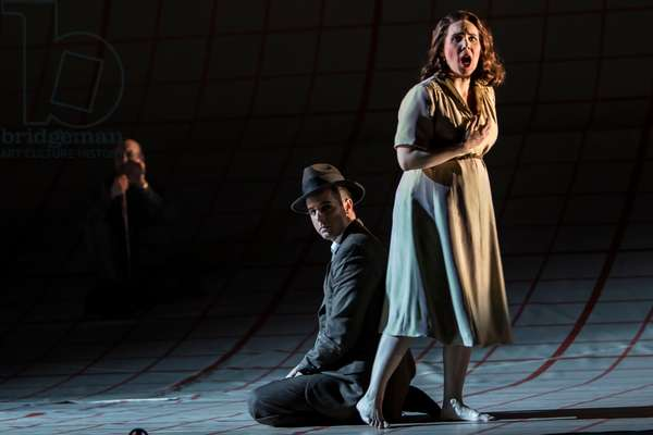 Lee Poulis as Oppenheimer and Jessica Rivera as Kitty (photo)