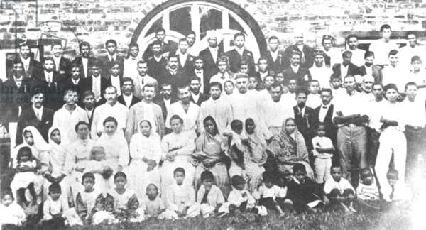 The settlers of Phoenix Settlement near Durban, South Africa, Mahatma Gandhi in the centre, 1905 (b/w photo)
