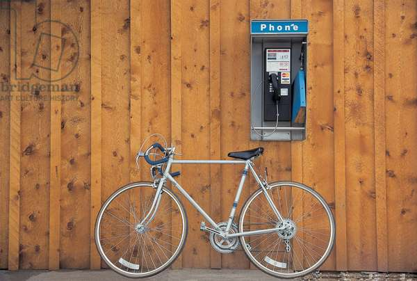 Bicycle at telephone booth , Utah, U.S.A. United States of America (photo)