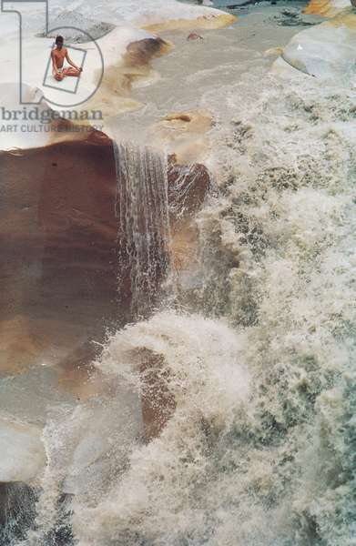 Falls of Bhagirathi river flowing at Gangotri (3020 m) (photo)