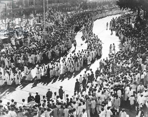 A women's procession in Mumbai, Maharashtra, during a Satyagraha Campaign (b/w photo)