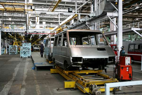 Tata Motors factory, production line, body of a car, Pimpri, Pune, Maharashtra, India (photo)