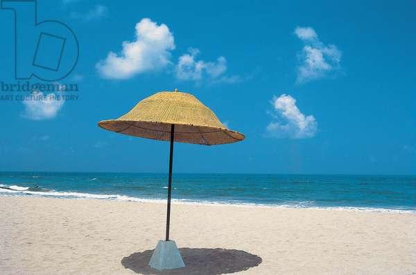 Umbrella at beach (photo)