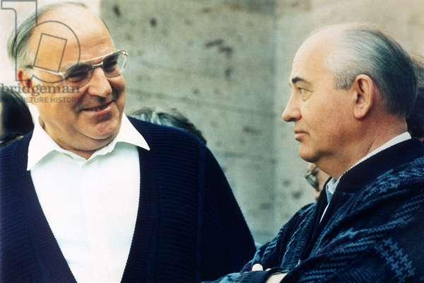 Helmut Kohl visits Caucasus with Mikhail Gorbachev, 1990 (photo)