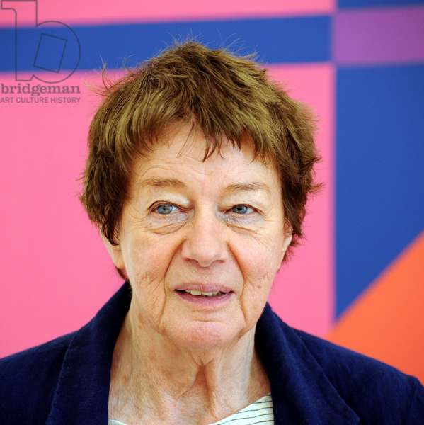 London born artist Bridget Riley is seen before the opening of her exhibition at the museum of contemporary art in Siegen, Germany, 22 June 2012 (photo)