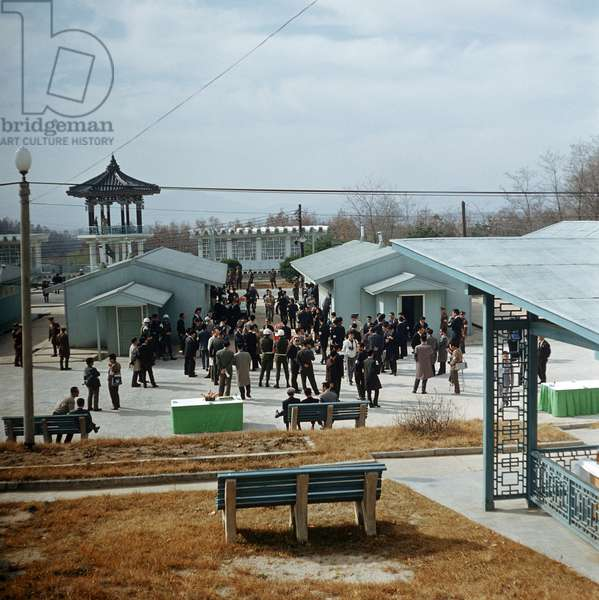 "Historical North Korea - Panmunjom 1971 : View of Panmunjon from North to South Korea. In the background - on South Korean side - a pavillon called """"Freedom House"""", photographed on the 3rd of November in 1971. Panmunjon is a military area in the demilitarized zone between North and South Korea. After the ceasefire committee's talks of the Red Cross in Panmunjon in autumn 1971, talks between North and South Korea take place there as well. Especially organized family reunions and family meetings are a central topic. Photo: ddrbildarchiv.de / Klaus Morgenstern - GESPERRT FUeR BILDFUNK"