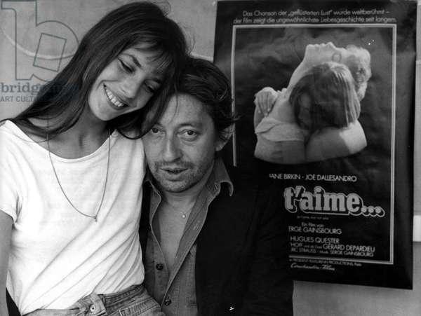 La chanteuse et comedienne Jane Birkin et le compositeur Serge Gainsbourg a Munich en 1976, Allemagne