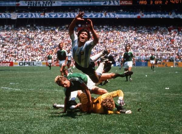 Soccer world championship 1986: Diego Maradona falls
