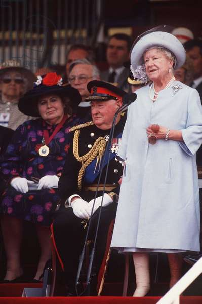 Field Marshal Lord Bramall and the Queen Mother at Hyde Park in London for the official opening of the VE Day 50th Anniversary Commemorations, 1995 (photo)