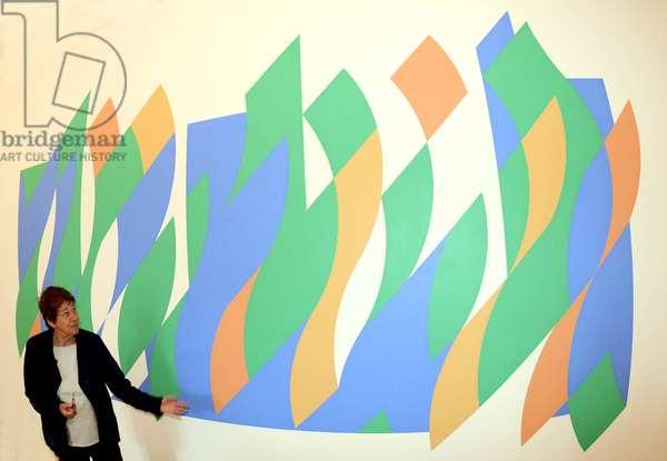 "British artist Bridget Riley in front of her artwork ""Arcadia 1, 2007"", 22 June 2012 (photo)"